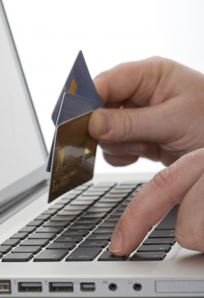 561582-online-shopping-with-credit-card